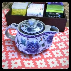 Other - Teapot blue and white